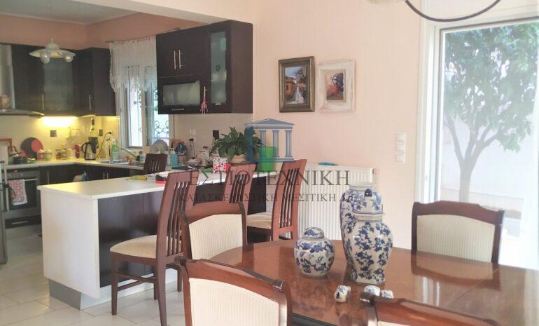 ενιαίος χώρος κουζίνα-τραπεζαρία